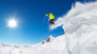 Sista minuten till sol och skidåkning i Alperna