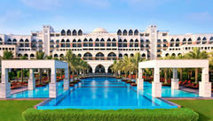 Jumeirah Zabeel Saray är en sparesort med exklusivt läge.